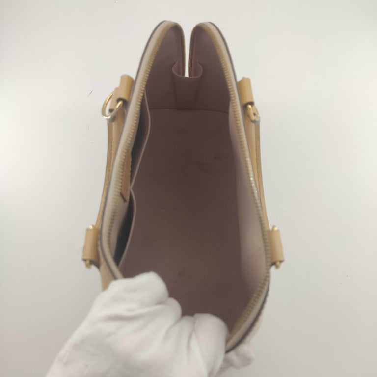 LOUIS VUITTON Alma Handbag in Beige Leather 1