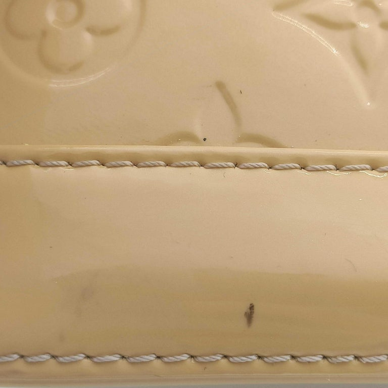 LOUIS VUITTON Alma Handbag in Beige Leather 5
