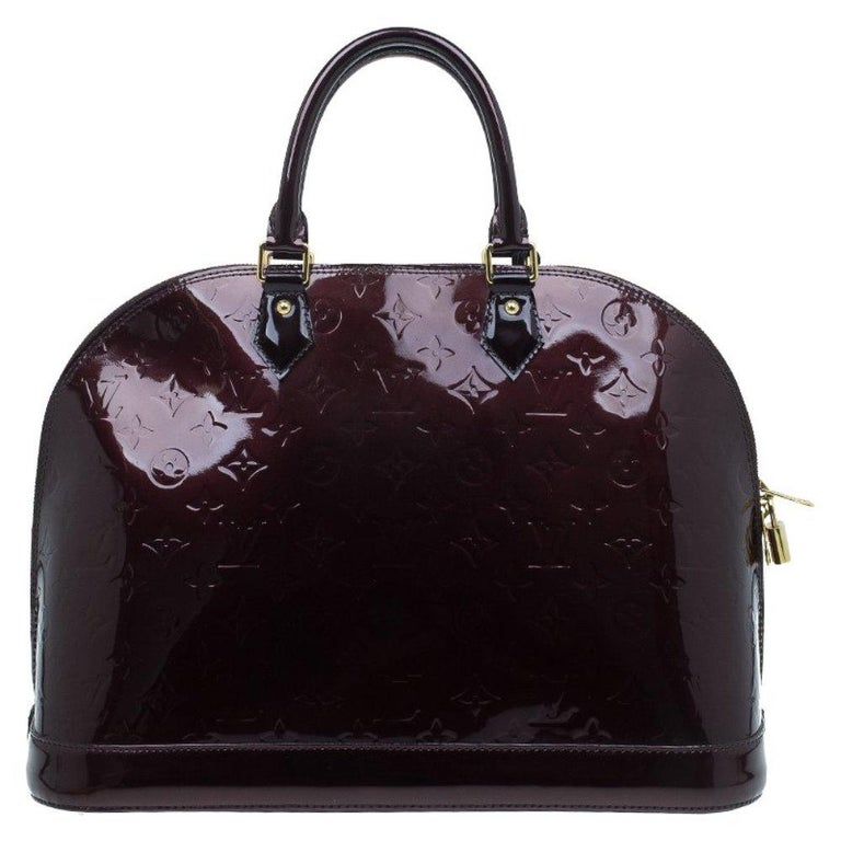We love this Louis Vuitton combination of a beautiful Monogram bag and glossy Vernis leather with that beautiful Amarante shade. This bag is perfect for work or any other occasion. It features two round handles, a gold-tone padlock, and a double zip
