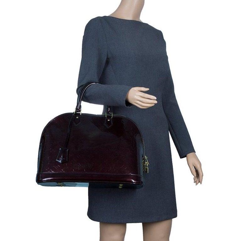 Louis Vuitton Amarante Monogram Vernis Alma GM Bag In Good Condition For Sale In Dubai, Al Qouz 2