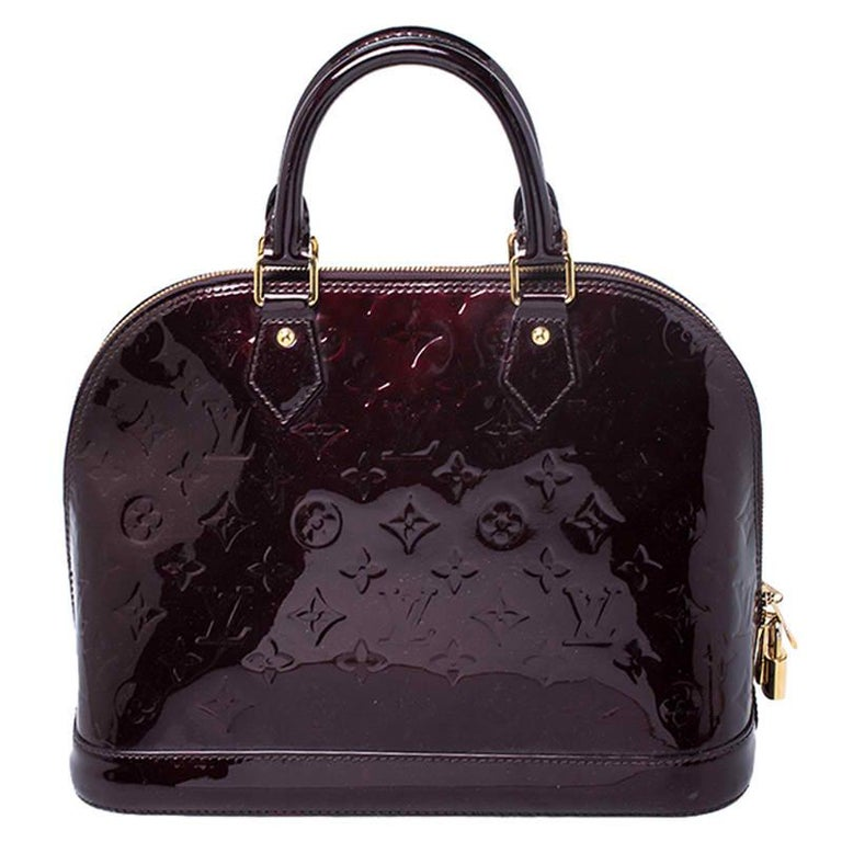 Out of all the irresistible handbags from Louis Vuitton, the Alma is the most structured one. First introduced in 1934 by Gaston-Louis Vuitton, the Alma is a classic that has received love from icons like Jackie O and Audrey Hepburn. This piece