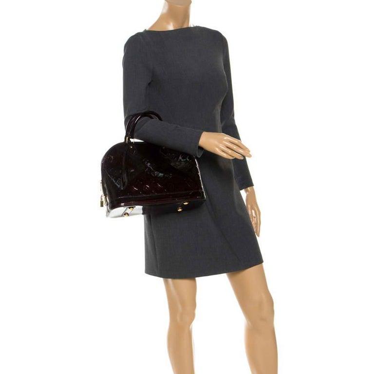 Louis Vuitton Amarante Monogram Vernis Alma PM Bag In Good Condition For Sale In Dubai, Al Qouz 2