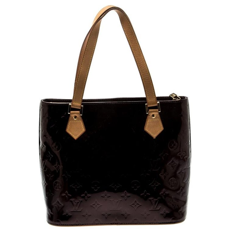 All of the handbags by Louis Vuitton are sought after by women around the world as they are all designed in a distinct style. This Houston tote, by Louis Vuitton, is a creation you should be proud to own. It has been crafted from monogram Vernis