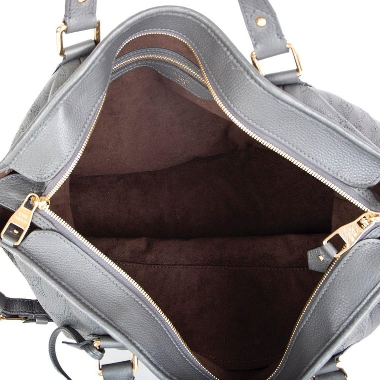 LOUIS VUITTON Anthracite grey leather Monogram MAHINA STELLAR GM Shoulder Bag For Sale 3