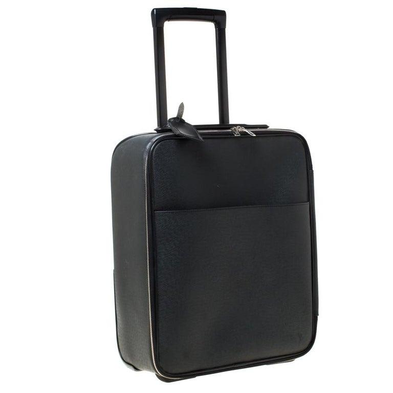 Louis Vuitton Ardoise Taiga Leather Pegase 45 Business Luggage In Good Condition For Sale In Dubai, Al Qouz 2