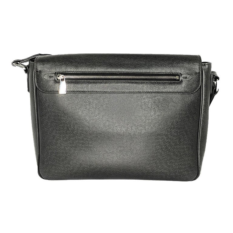 The Louis Vuitton Taiga Leather Roman MM Messenger Bag is a compact, yet amazingly roomy messenger bag that offers modern looks and unmistakable LV style! The Roman MM is constructed with LV's soft, rich grained Taiga leather and is set off with