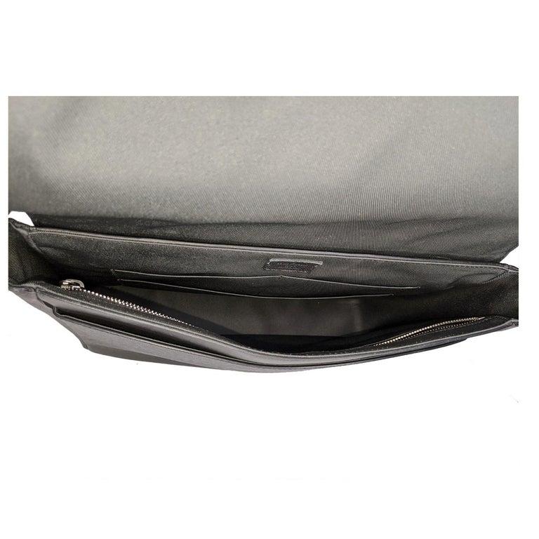 Louis Vuitton Ardoise Taiga Leather Roman MM Messenger Bag For Sale 1