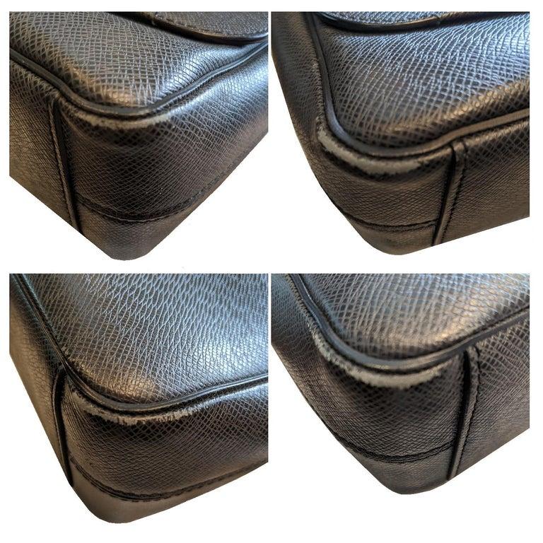 Louis Vuitton Ardoise Taiga Leather Roman MM Messenger Bag For Sale 3