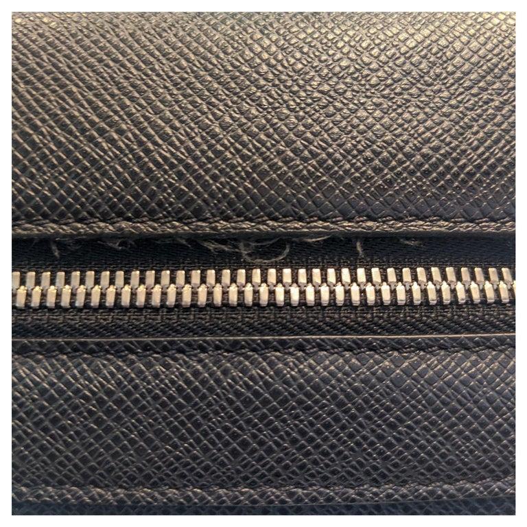 Louis Vuitton Ardoise Taiga Leather Roman MM Messenger Bag For Sale 4