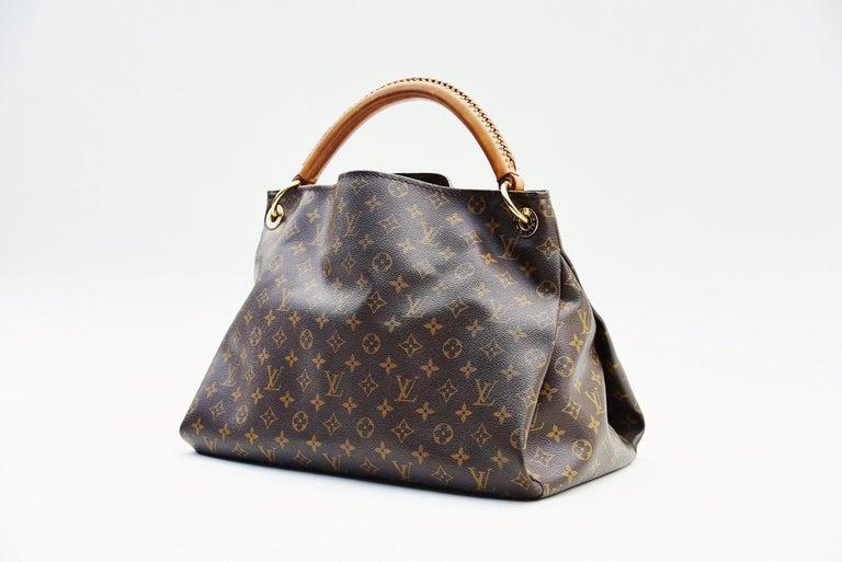 Gray Louis Vuitton Artsy Handbag Monogram Canvas MM For Sale
