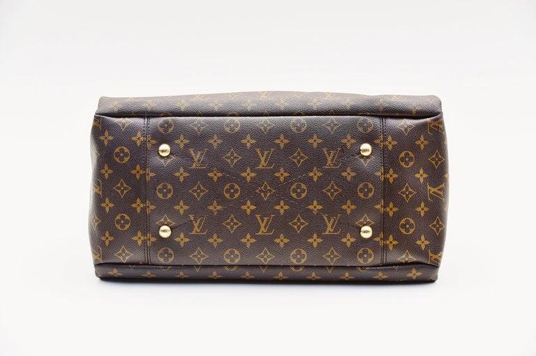 Women's Louis Vuitton Artsy Handbag Monogram Canvas MM For Sale