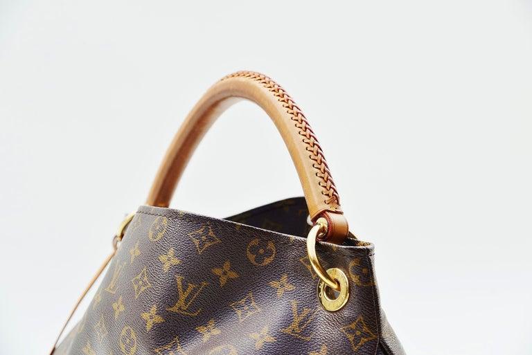 Louis Vuitton Artsy Handbag Monogram Canvas MM For Sale 2