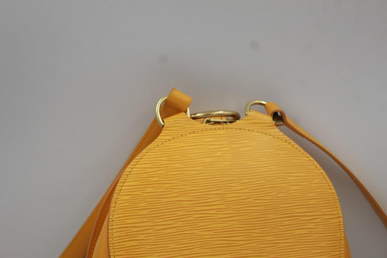 Louis Vuitton Backpack Mabillon in Yellow Epi Leather In Good Condition For Sale In Paris, FR