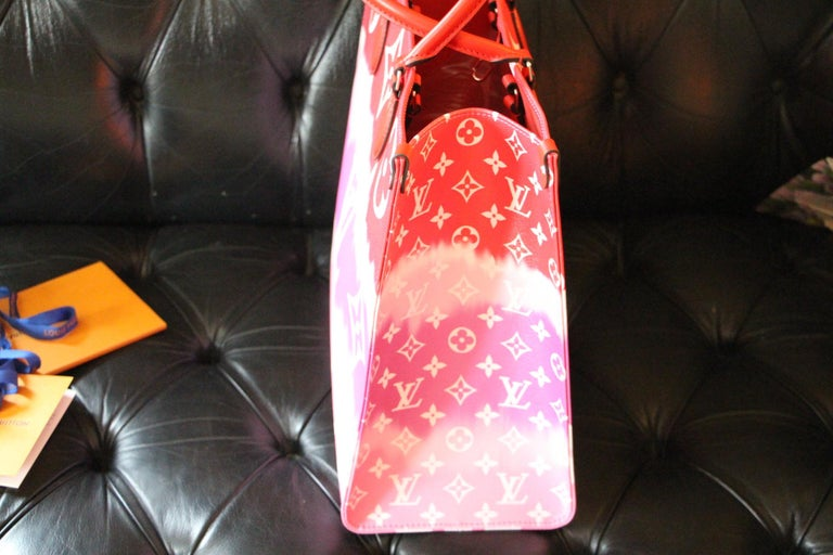 Louis Vuitton Bag Escale on the Go, Brand New 2020 Limited Edition For Sale 9