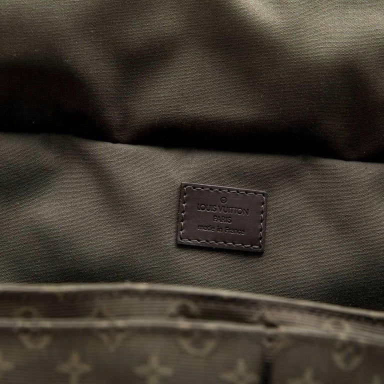 LOUIS VUITTON Bag in Khaki Green Monogram Canvas and Leather For Sale 7