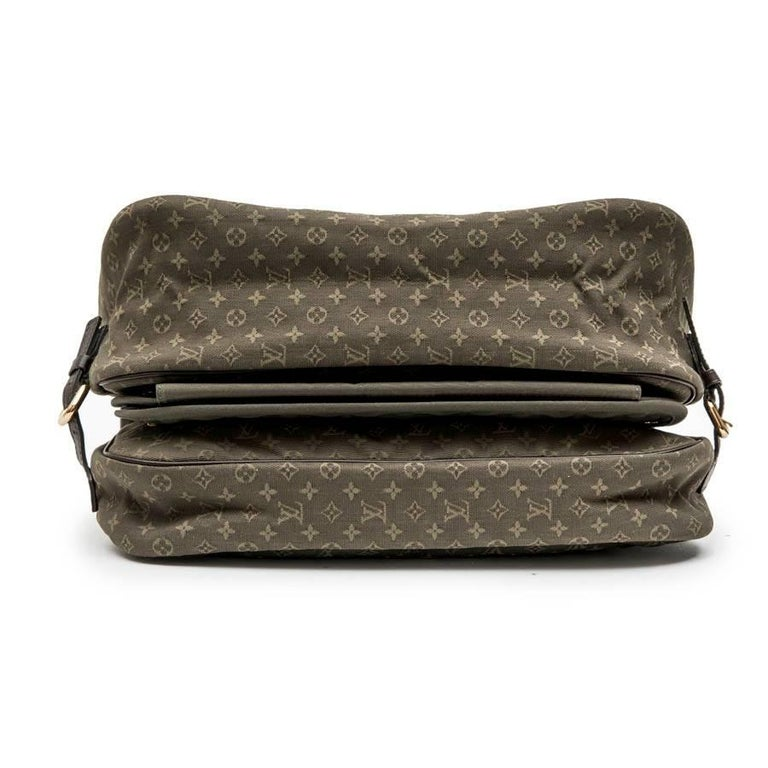 Women's or Men's LOUIS VUITTON Bag in Khaki Green Monogram Canvas and Leather For Sale