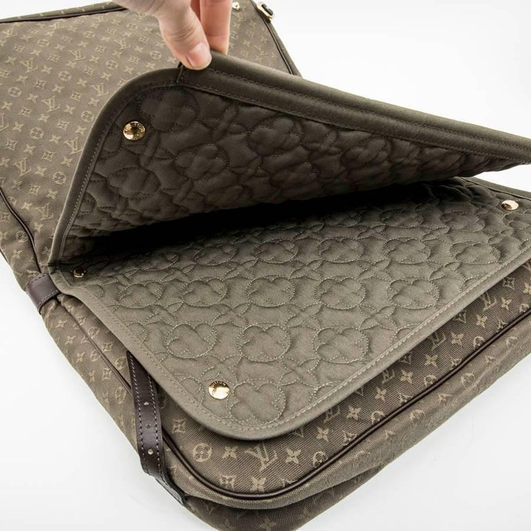 LOUIS VUITTON Bag in Khaki Green Monogram Canvas and Leather For Sale 4