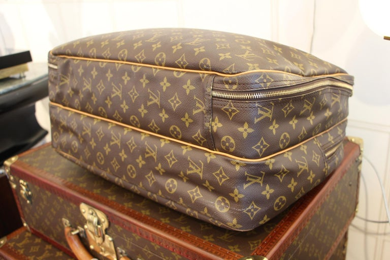 Louis Vuitton Bag in Monogram, 2 compartments For Sale 8