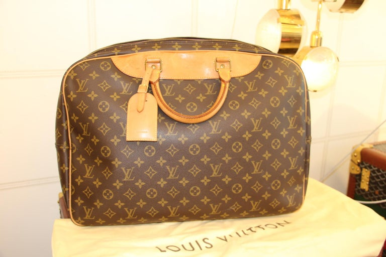 Louis Vuitton Bag in Monogram, 2 compartments For Sale 13