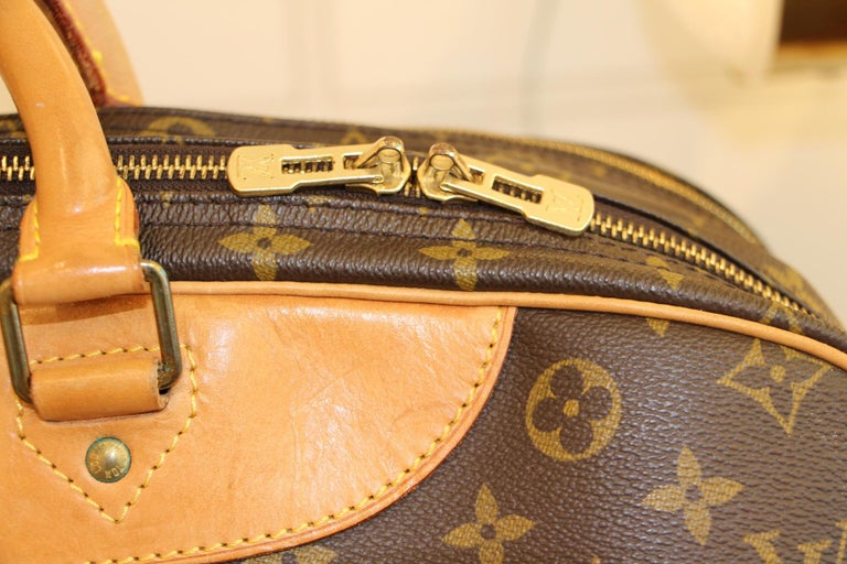 Women's or Men's Louis Vuitton Bag in Monogram, 2 compartments For Sale