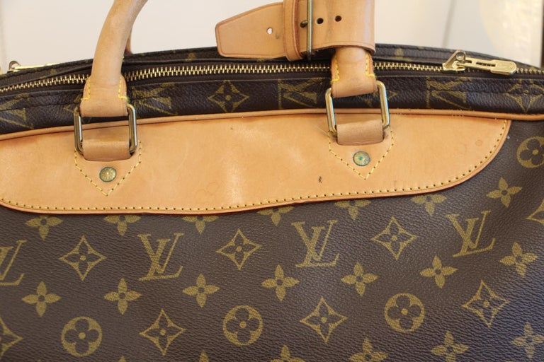 Louis Vuitton Bag in Monogram, 2 compartments For Sale 3