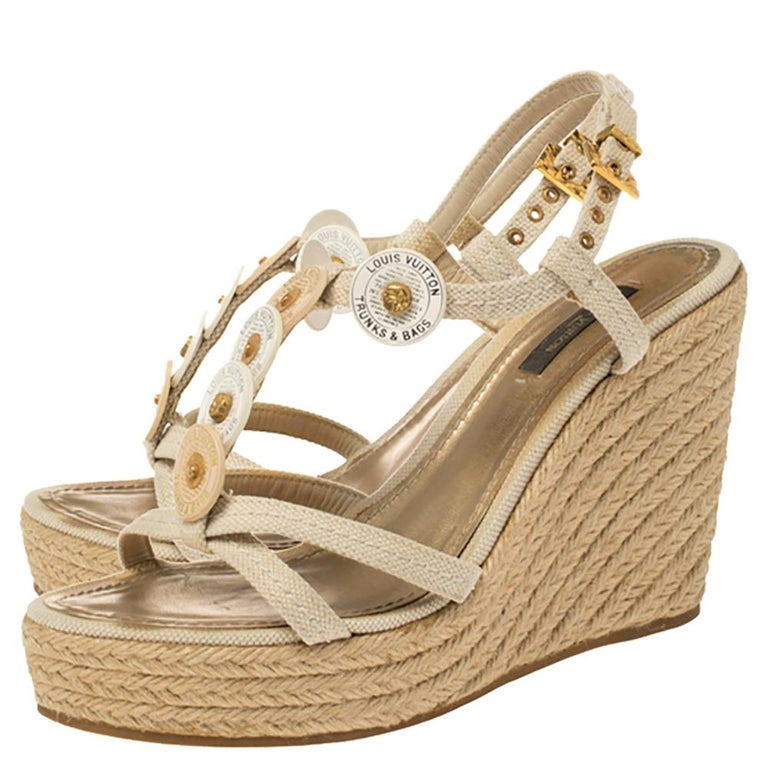 Louis Vuitton Beige Medallion Leather Espadrille Wedge Platform Sandals Size 38 In Good Condition For Sale In Dubai, Al Qouz 2