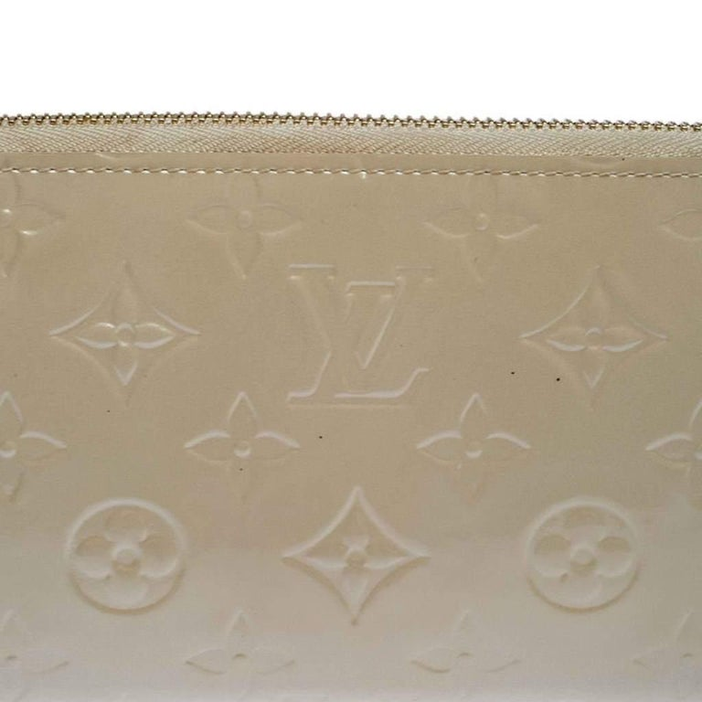 Louis Vuitton Beige Monogram Vernis Zippy Wallet For Sale 1