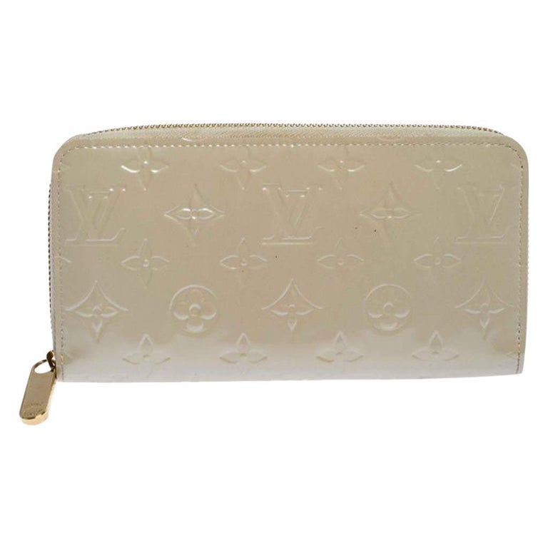 Louis Vuitton Beige Monogram Vernis Zippy Wallet For Sale