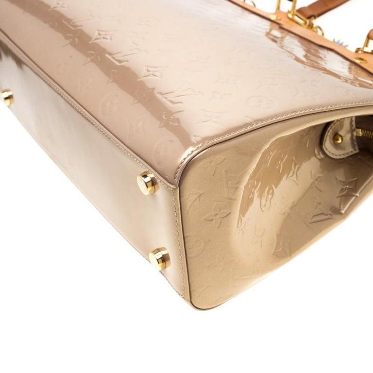 Louis Vuitton Beige Poudre Monogram Vernis Brea GM Bag For Sale 5