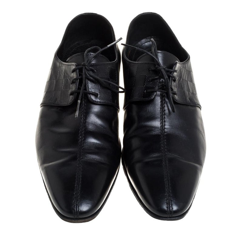 Take each step with style in these black oxfords from Louis Vuitton. Crafted using leather, they carry a modern design with a luxe exterior featuring Damier embossing and lace-up vamps. Overall, the pair looks ready to give you a fashionable