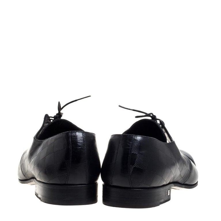 Louis Vuitton Black Damier Embossed Leather Lace Up Oxfords Size 42 In Fair Condition For Sale In Dubai, Al Qouz 2