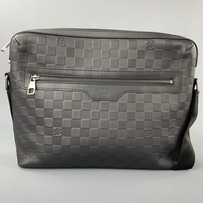 Men's LOUIS VUITTON Black Damier Infini Leather District Messenger Bag For Sale