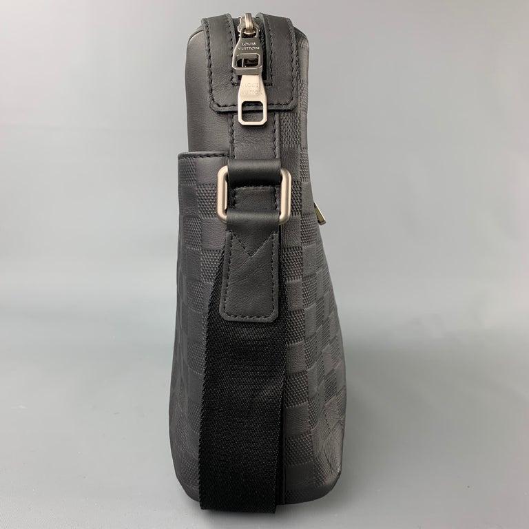 LOUIS VUITTON Black Damier Infini Leather District Messenger Bag For Sale 1