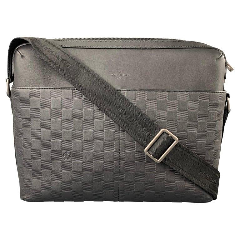 LOUIS VUITTON Black Damier Infini Leather District Messenger Bag For Sale