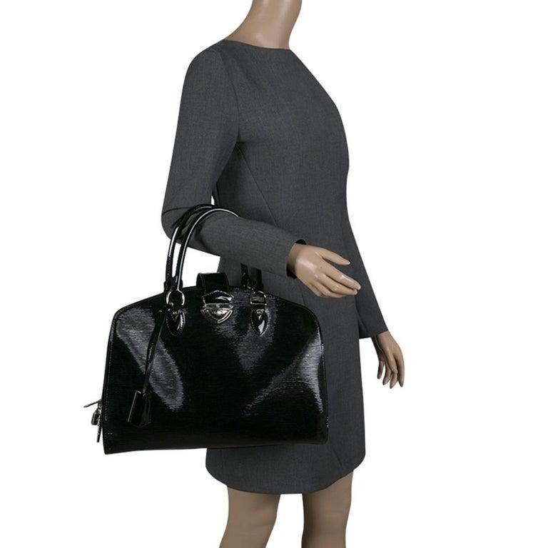 Louis Vuitton Black Electric Epi Leather Pont Neuf GM Bag In Good Condition For Sale In Dubai, Al Qouz 2