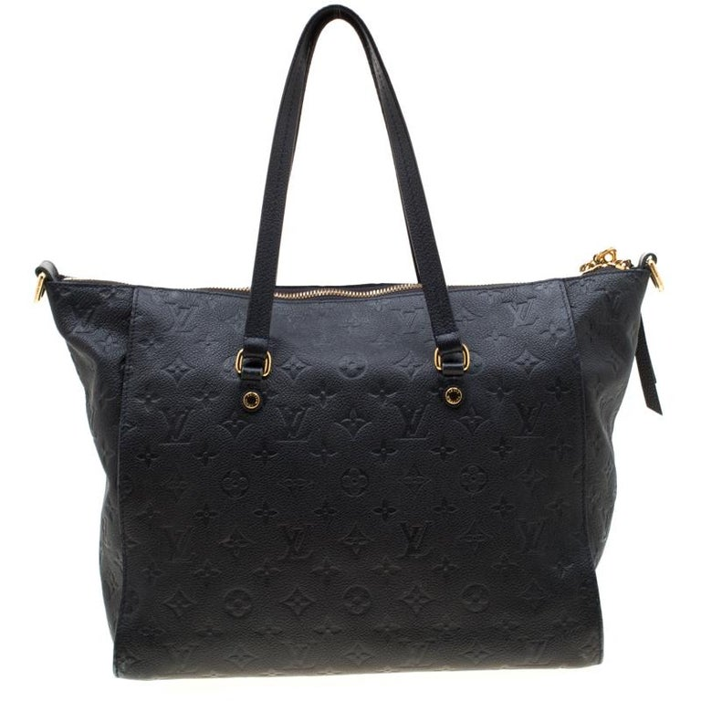 Louis Vuitton's handbags are popular owing to their high style and functionality. This Lumineuse PM bag, like all the other handbags, is durable and stylish. Crafted from Monogram Empreinte leather, the bag comes with two flat top handles, a front