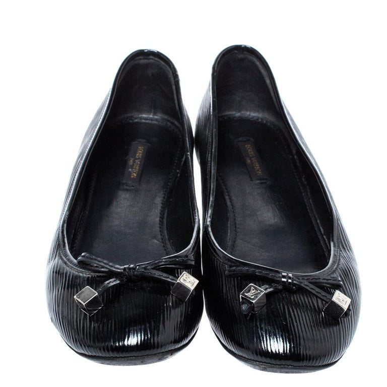 Louis Vuitton Black Epi Leather Debbie Bow Ballet Flats Size 38.5 In Good Condition For Sale In Dubai, Al Qouz 2