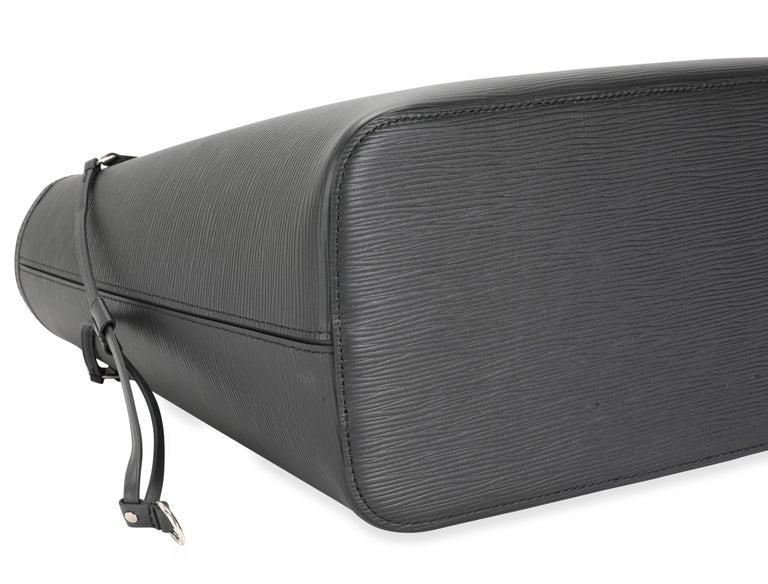 Women's Louis Vuitton Black Epi Leather Neverfull MM For Sale