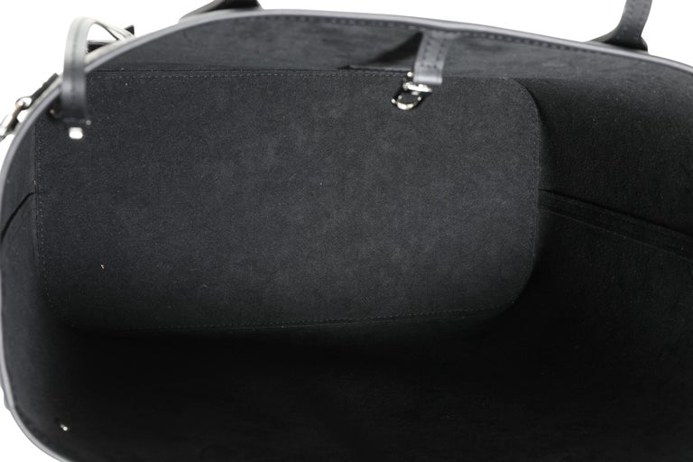 Louis Vuitton Black Epi Leather Neverfull MM For Sale 1
