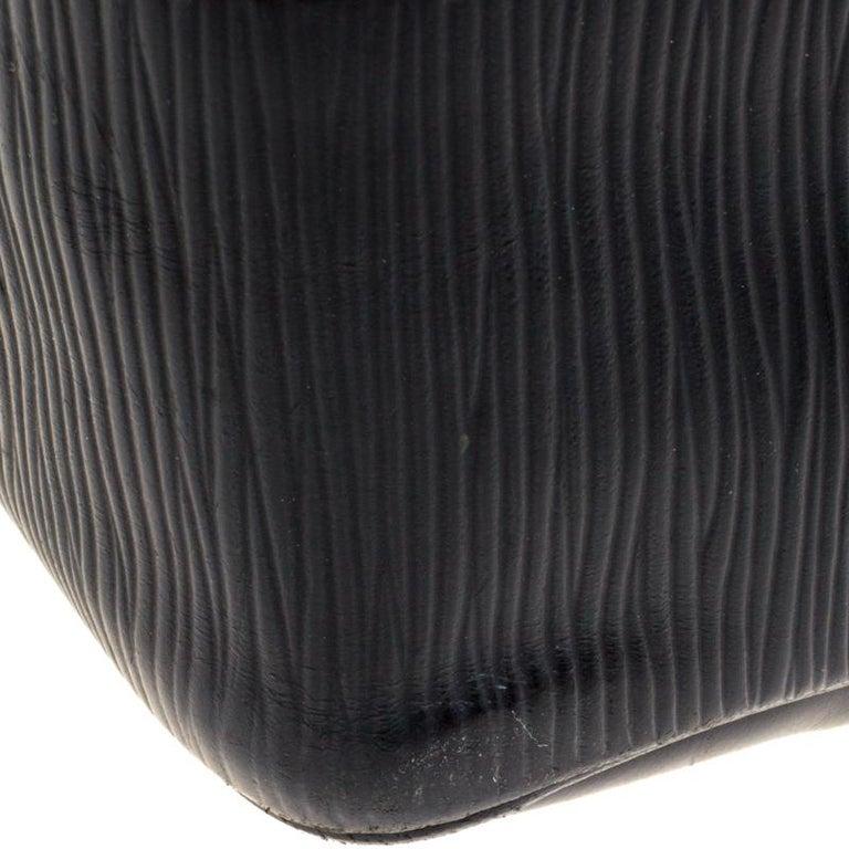 Louis Vuitton Black Epi Leather Segur MM Bag For Sale 7