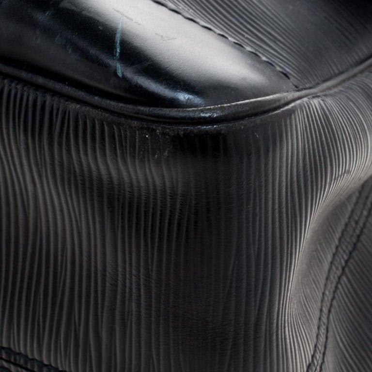 Louis Vuitton Black Epi Leather Segur MM Bag For Sale 8