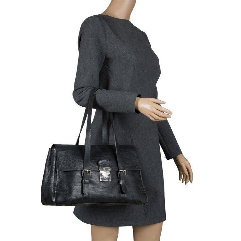Louis Vuitton Black Epi Leather Segur MM Bag In Good Condition For Sale In Dubai, Al Qouz 2