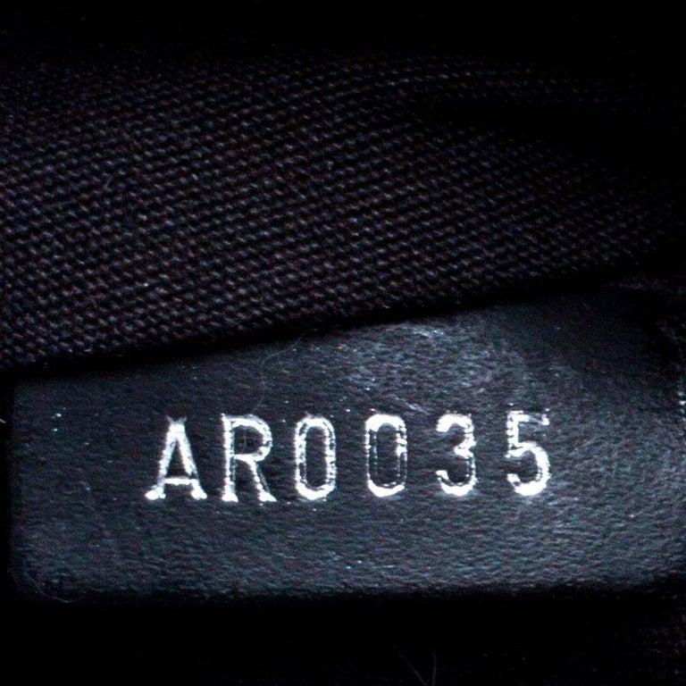 Louis Vuitton Black Epi Leather Segur MM Bag For Sale 4