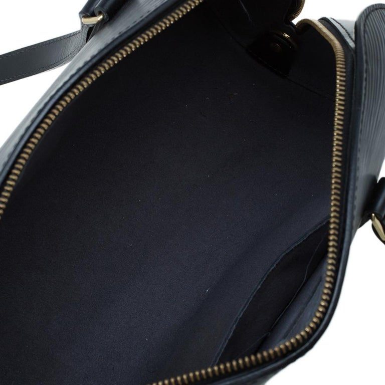 Louis Vuitton Black Epi Leather Soufflot Bag For Sale 9
