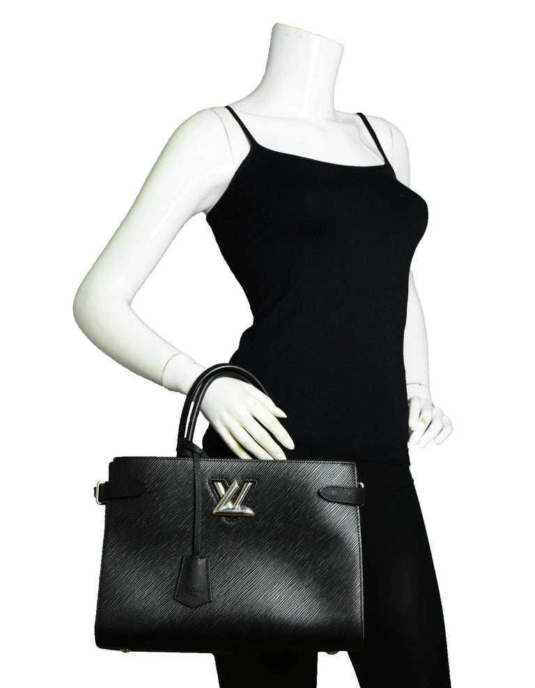Louis Vuitton Black Epi Leather Twist Lock Tote Bag w/ Shoulder Strap rt. $3,450 In Excellent Condition For Sale In New York, NY