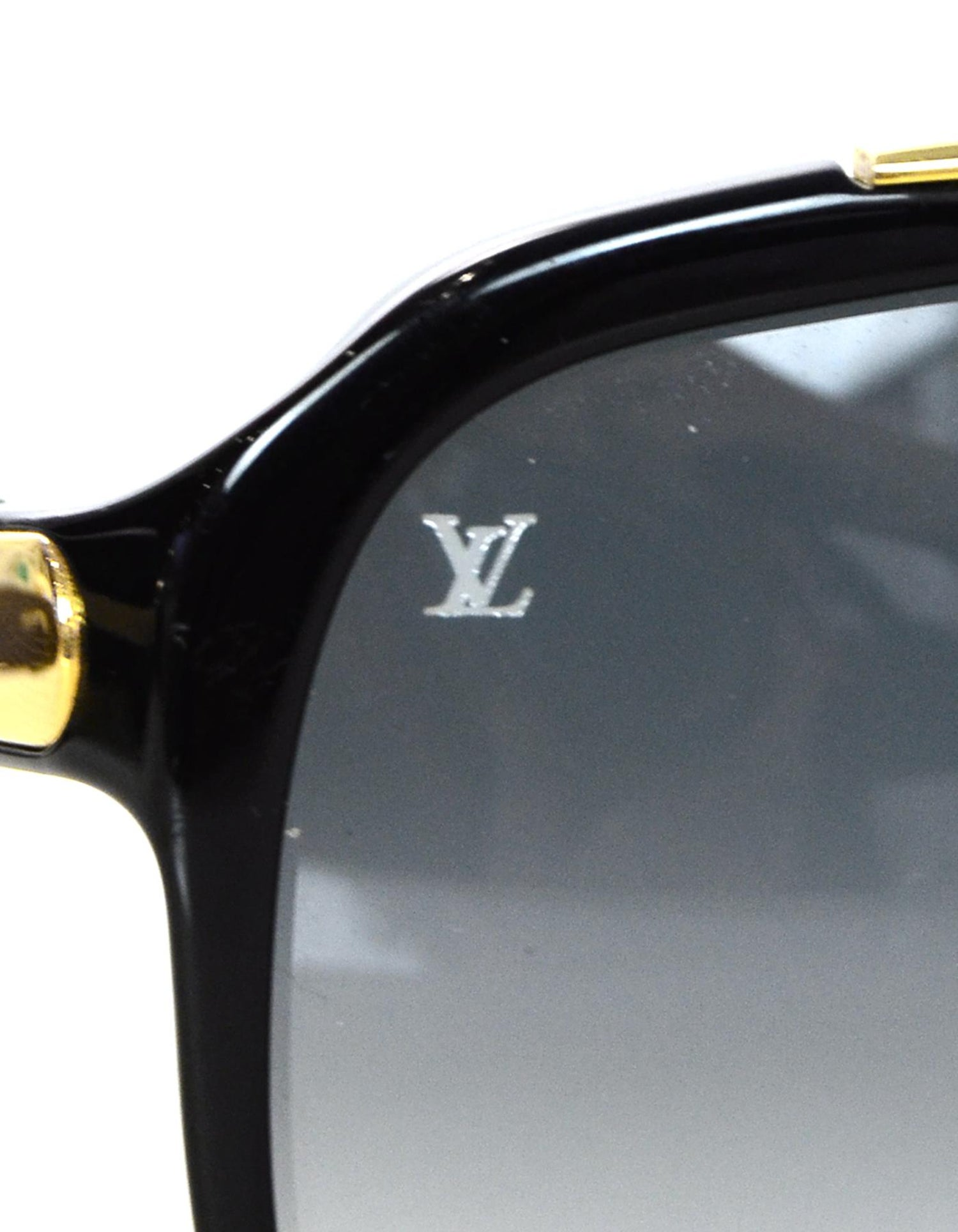 72299e09283 Louis Vuitton Black Gold Evidence Aviator Sunglasses w. Box and Case For  Sale at 1stdibs