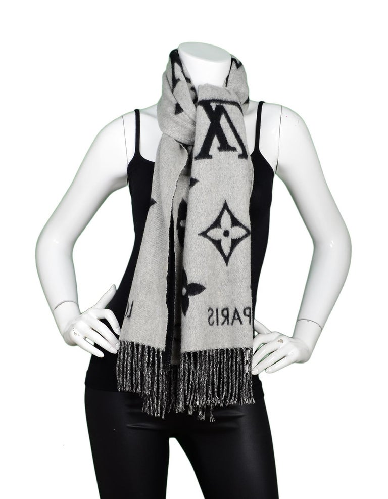 Louis Vuitton Black & Grey Cashmere Reykjavik Monogram Scarf For Sale 1
