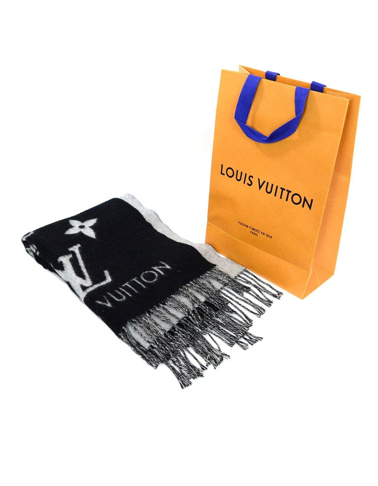 Louis Vuitton Black & Grey Cashmere Reykjavik Monogram Scarf For Sale 5