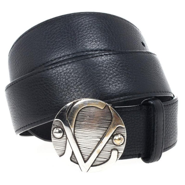 Crafted from natural calf leather, this elegant waist belt is a must have accessory. The antiqued silver buckle with LV rivets is inspired by the lock of a Louis Vuitton trunk made in 1904.  Includes: The Luxury Closet Packaging  Dimensions: Width: