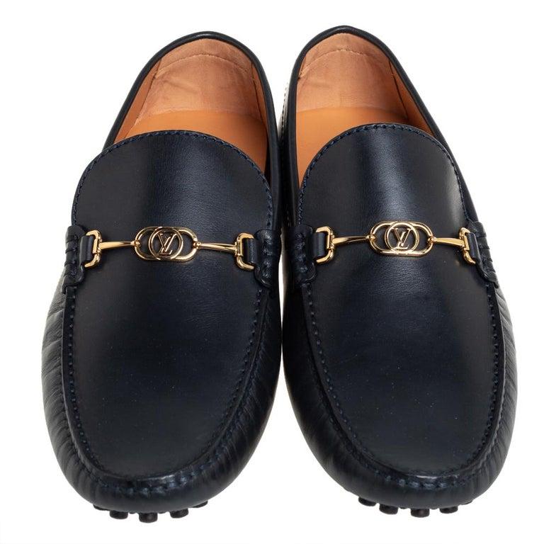 Louis Vuitton Black Leather LV Club Slip On Loafers Size 41 In Excellent Condition For Sale In Dubai, Al Qouz 2